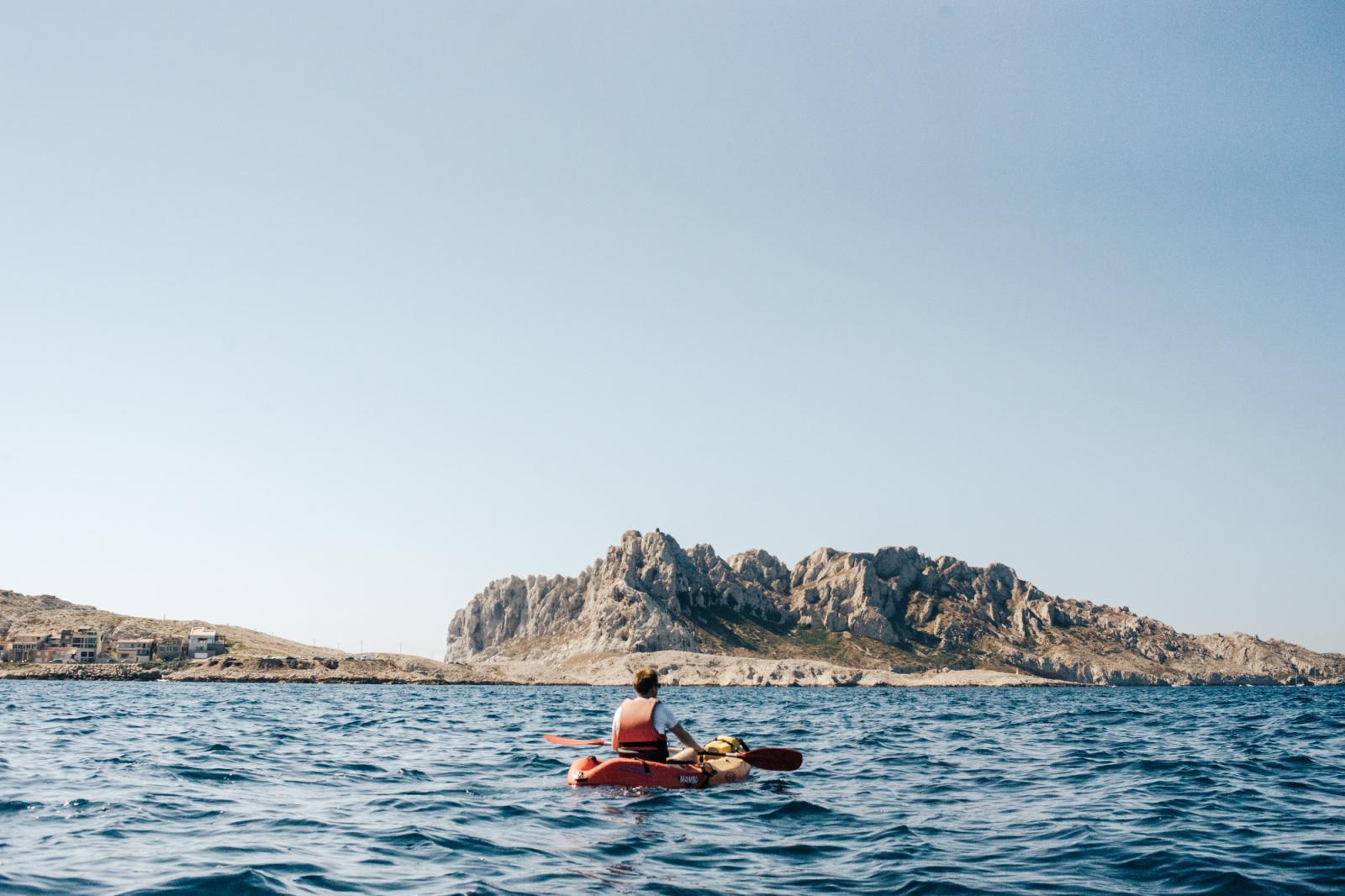 Prise de vue depuis des kayaks sur les Calanques