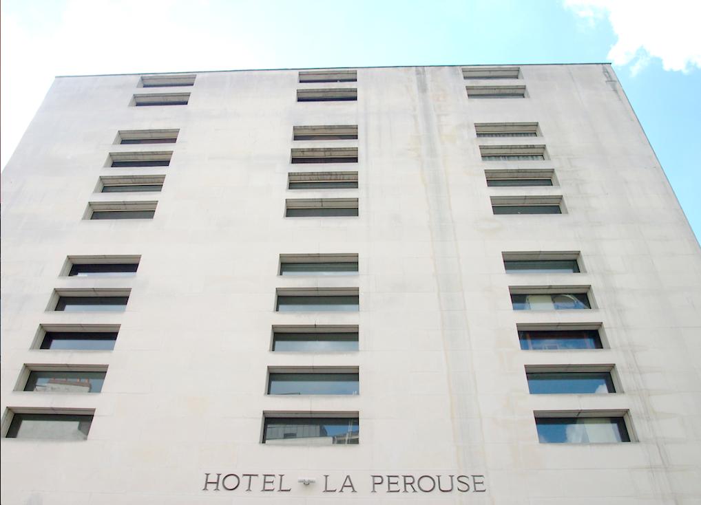 Prise de vue de la façade de l'Hotel la Perousse à Nantes