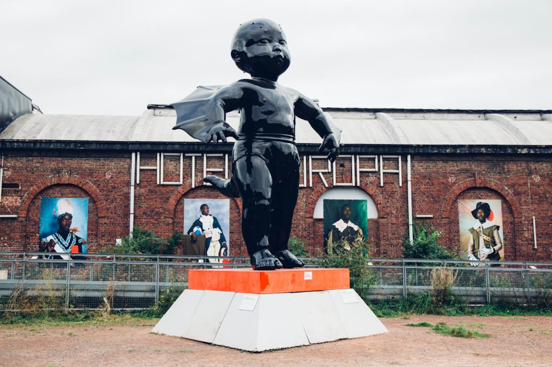 Prise de vue d'une statue face à la gare Saint Sauveur - Lille