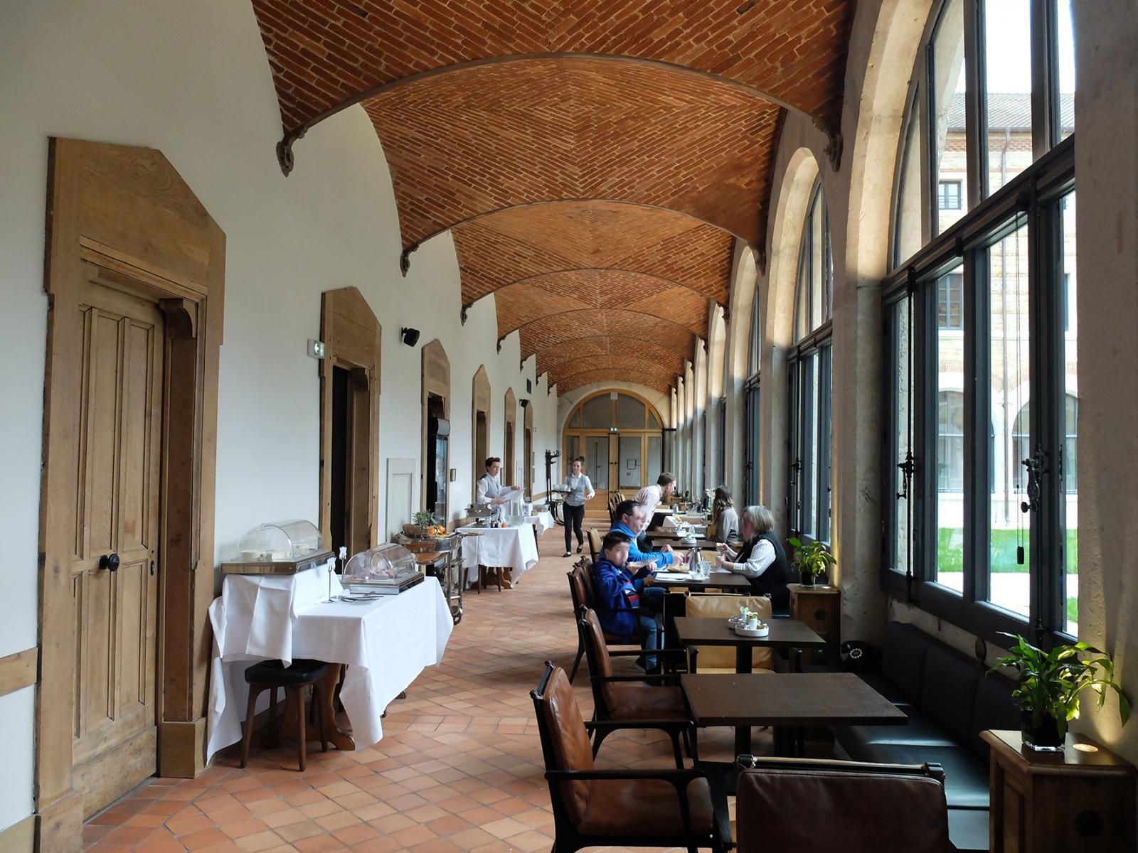 Prise de vue de la salle à manger sous véranda - FOURVIERE HOTEL