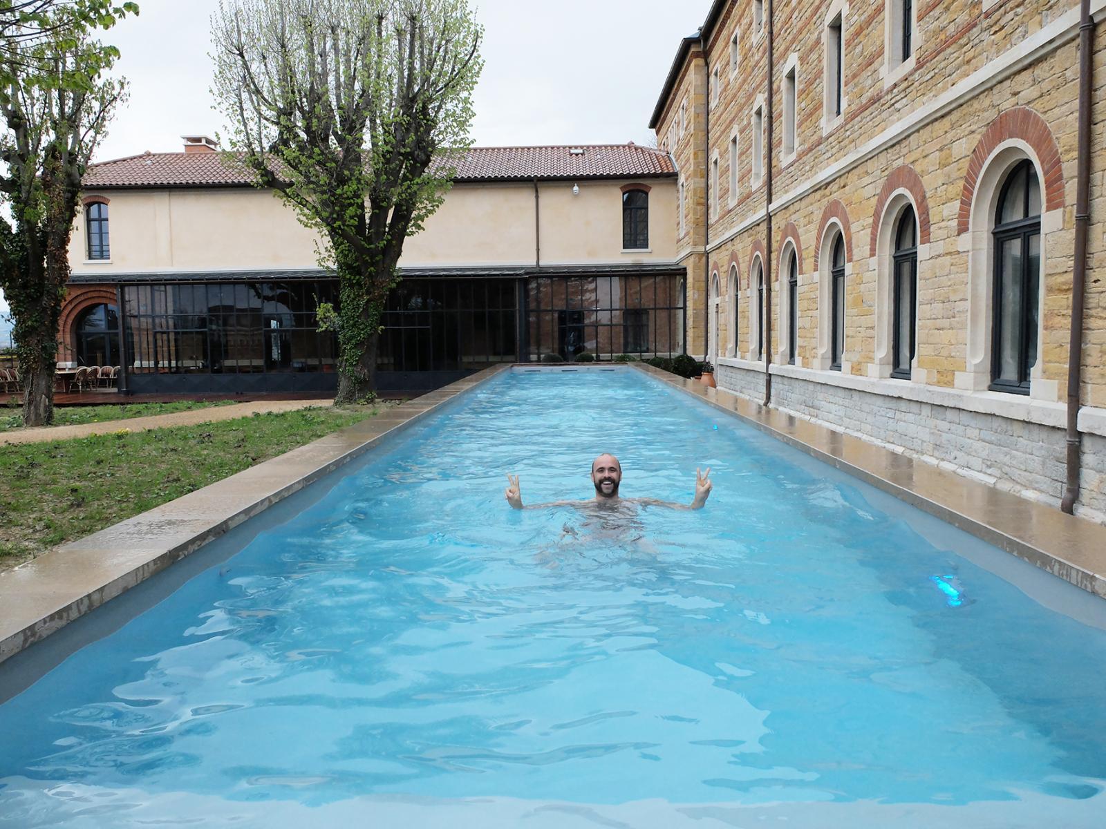 Prise de vue de la piscine extérieur - FOURVIERE HOTEL
