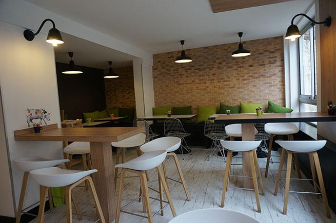 Salle petits déjeuners de l'Ibis Styles Paris Buttes Chaumont