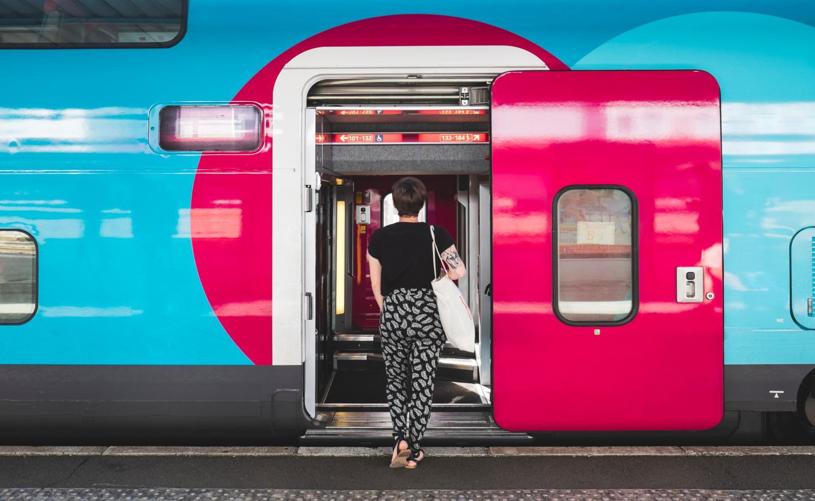 Prise de vue d'un train Ouigo à quai
