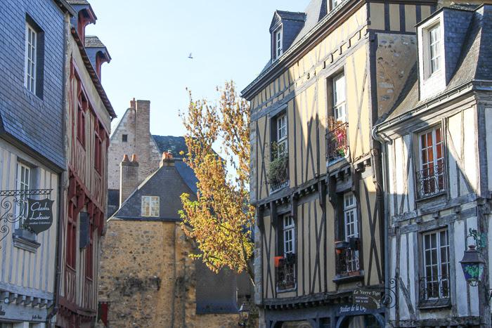 Prise de vue des façades des maisons au coeur historique du Mans
