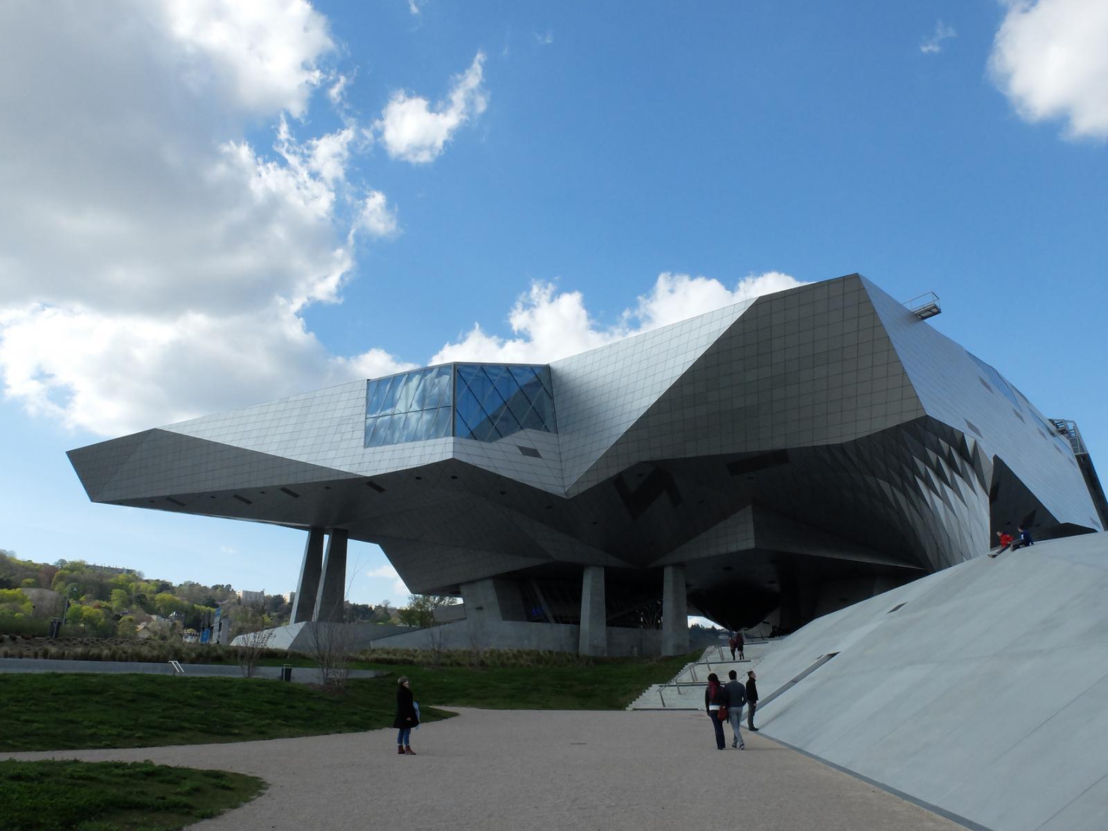 Prise de vue de l'extérieur du Musée des Confluences à Lyon