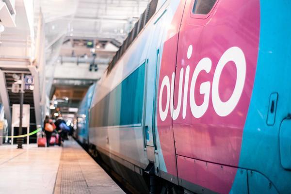 Prise de vue du quai de Marseille et d'un train OUIGO à quai