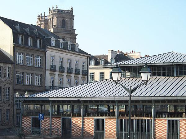 Prise de vue sur le plus grand marché breton, le Marché des Lices