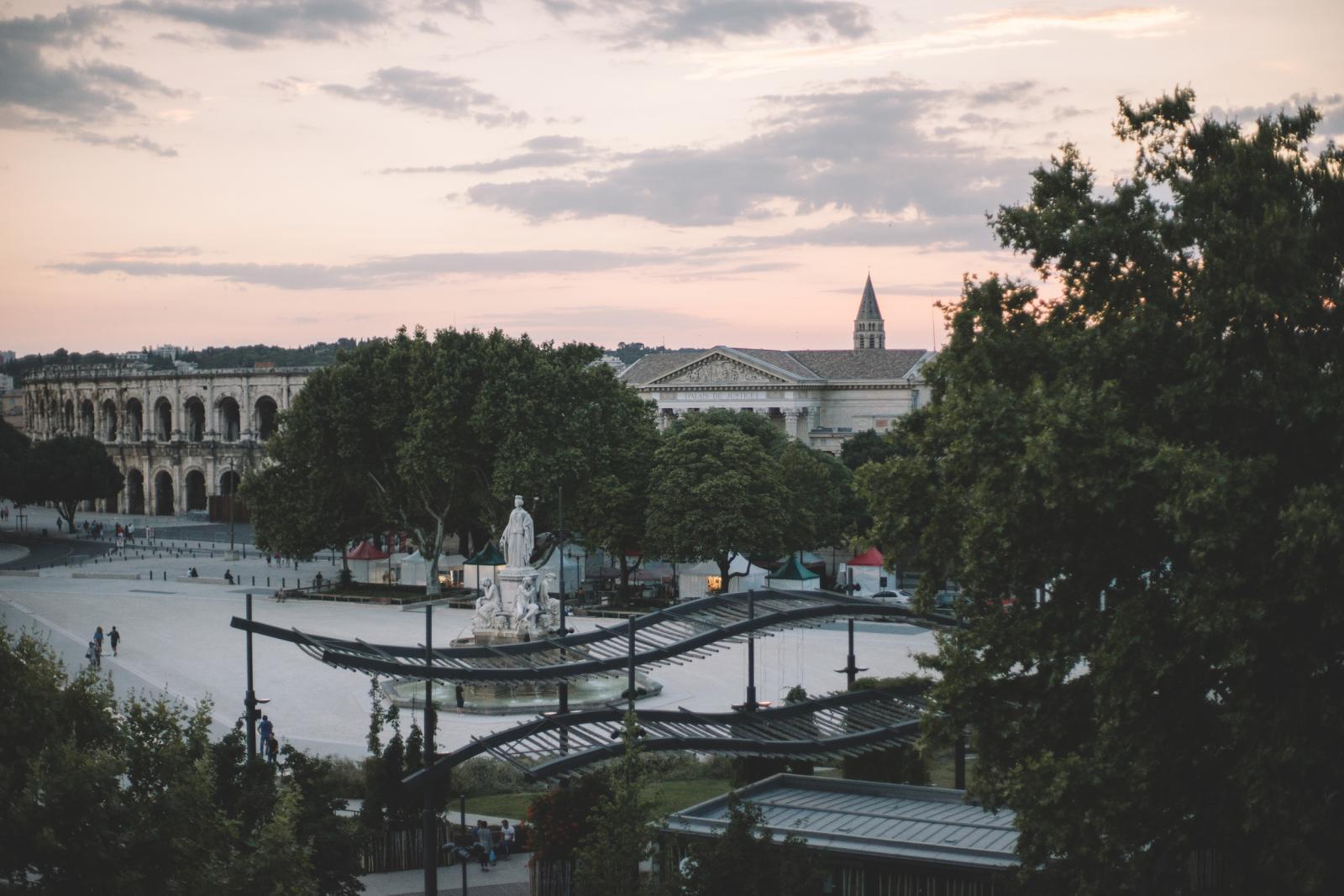 Vue sur les arènes de Nîmes depuis le logement Airbnb loué par DjSupertramp